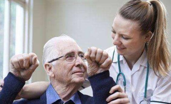 老年重病患失禁性皮炎采用茶树油的效果分析